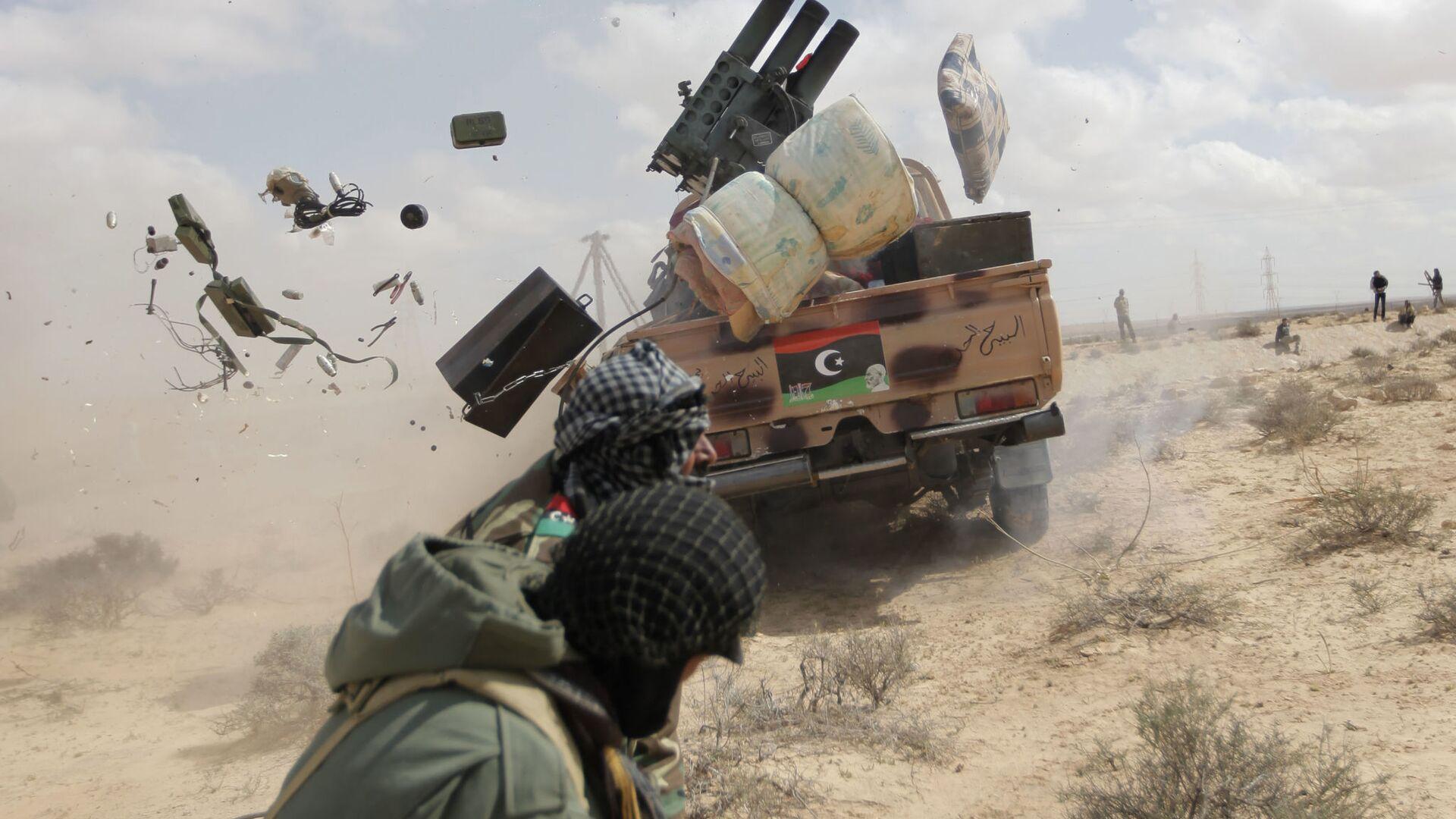 Un rebelde libio durante el ataque contra Gadafi, el 31 de mayo de 2011 (archivo) - Sputnik Mundo, 1920, 29.03.2021