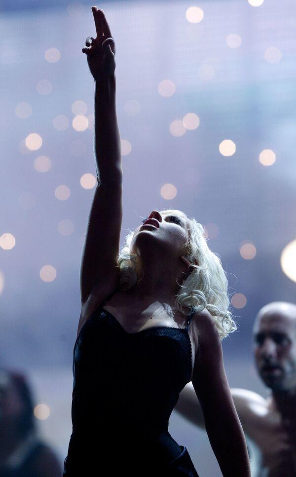 La cantante ha ganado seis premios Grammy y un premio Grammy Latino. Rolling Stone la eligió como una de las 100 mejores artistas de todos los tiempos. En la foto: Christina Aguilera actuando durante los American Music Awards 2008 en Los Ángeles. - Sputnik Mundo