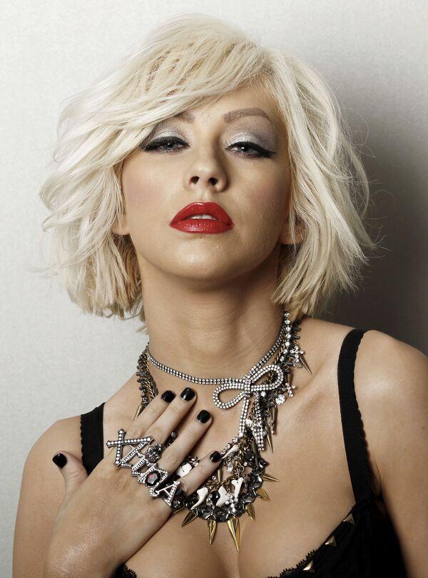 En 2010, Christina Aguilera hizo su debut cinematográfico en 'Burlesque', y de 2011 a 2016, fue mentora en seis temporadas del concurso de música en televisión 'The Voice'. Además, la cantante es embajadora de buena voluntad de las Naciones Unidas y participa activamente en obras de caridad. También fue premiada por el Departamento de Estado de EEUU por su contribución a la lucha contra el hambre. En la foto: Christina Aguilera posa para un retrato en Los Ángeles, 2010. - Sputnik Mundo
