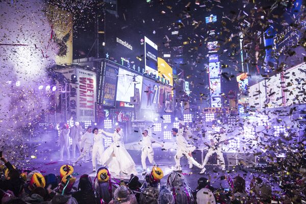 Christina Aguilera durante su actuación en Times Square en la ciudad de Nueva York en la víspera de Año Nuevo, el 31 de diciembre de 2018. - Sputnik Mundo