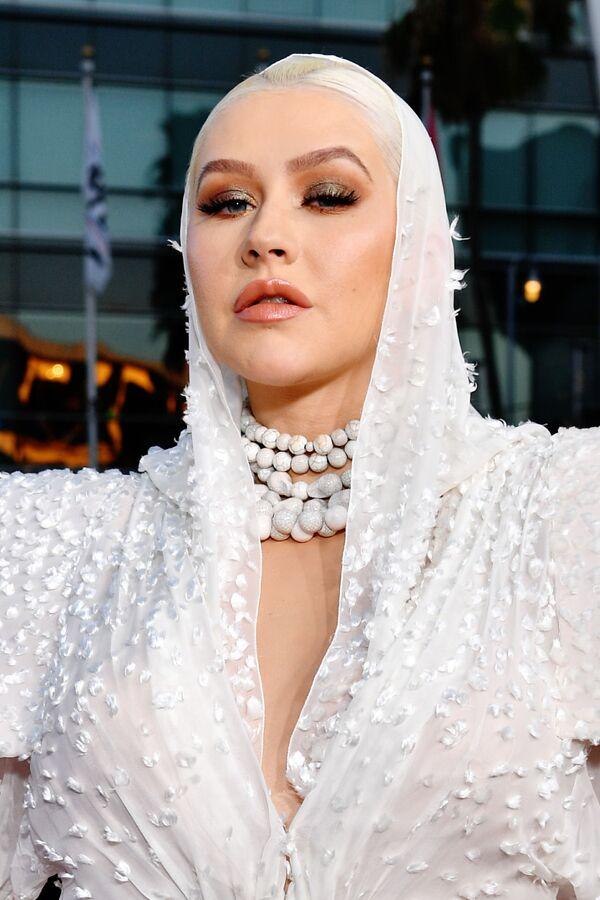 A pesar de todo, la cantante cumplió sus cuatro décadas en perfecto estado rodeada del cariño virtual de sus admiradores en las redes sociales. En la foto: Christina Aguilera en los American Music Awards 2019, en Los Ángeles. - Sputnik Mundo