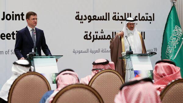 El vice primer ministro ruso, Alexandr Nóvak, y el príncipe Abdulaziz bin Salmán  - Sputnik Mundo