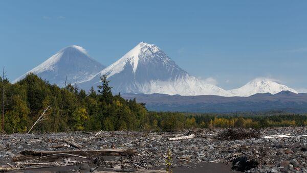Volcanes rusos: Kliuchevski, Kamen y Bezymianny - Sputnik Mundo