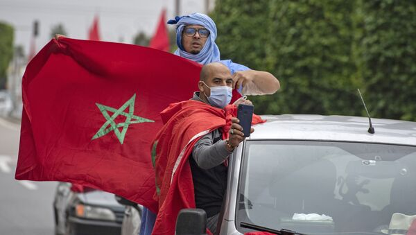 La gente con las banderas de Marrocco - Sputnik Mundo