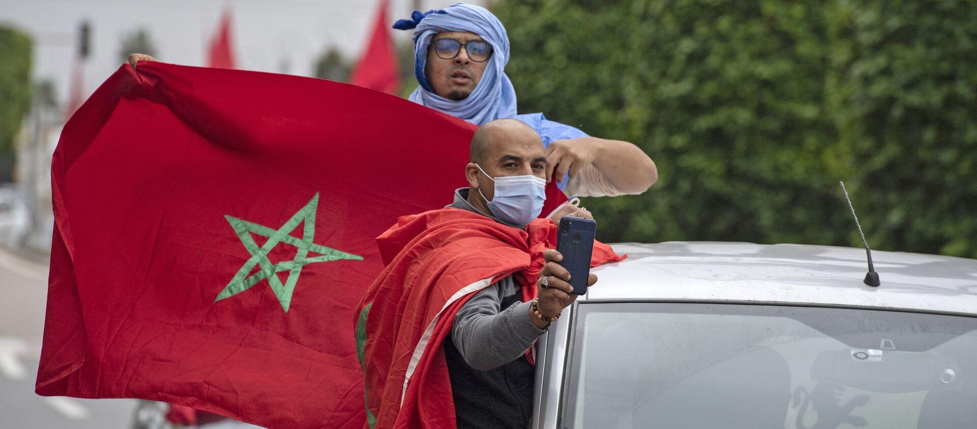 La gente con las banderas de Marrocco - Sputnik Mundo, 1920, 22.12.2020