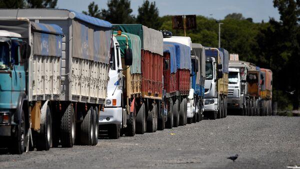 Camiones en el puerto de Santa Fe, Argentina - Sputnik Mundo