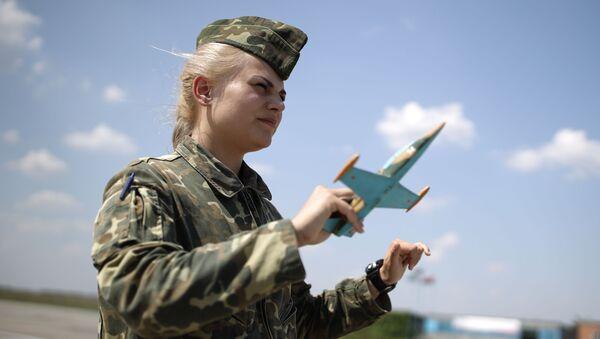 Una estudiante de la Escuela de Aviación Militar de Krasnodar - Sputnik Mundo