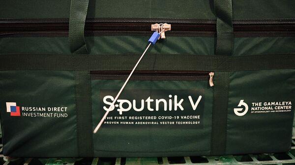 Un contenedor con la vacuna contra el coronavirus Sputnik V - Sputnik Mundo