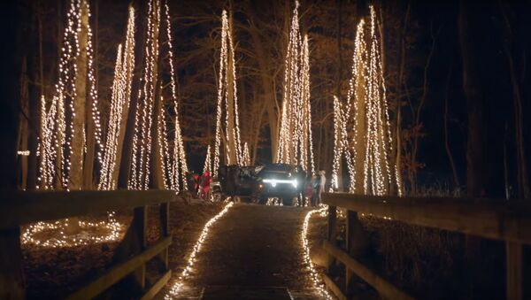 Camioneta Rivian R1T enciende 20.000 bombillas LED - Sputnik Mundo