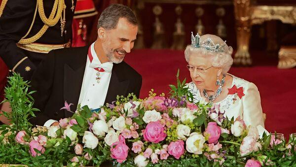La reina Isabel II de Inglaterra y el rey Felipe VI de España - Sputnik Mundo