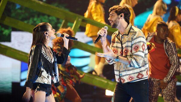 Álvaro Soler durante un concierto en los Latin American Music Awards - Sputnik Mundo