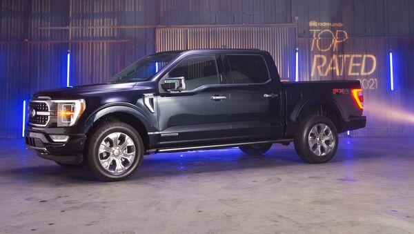 Una camioneta Ford F-150 con el motor de combustión interna (imagen referencial) - Sputnik Mundo