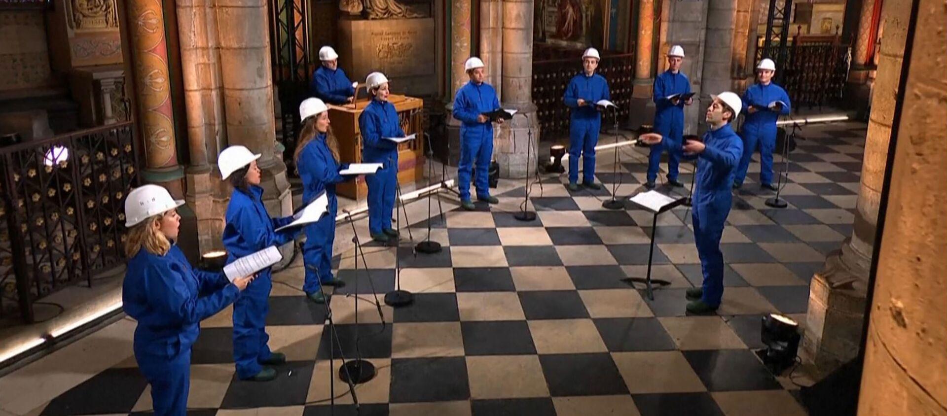 El coro de Notre Dame ofrece un concierto navideño en la catedral de Notre Dame  - Sputnik Mundo, 1920, 25.12.2020