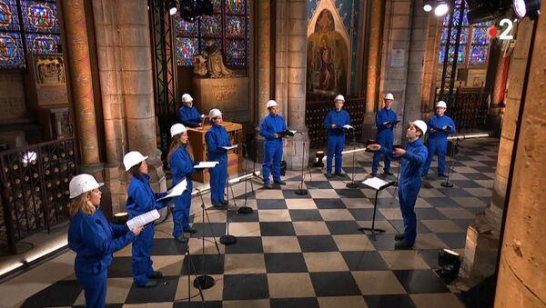 El coro de Notre Dame ofrece un concierto navideño en la catedral de Notre Dame  - Sputnik Mundo