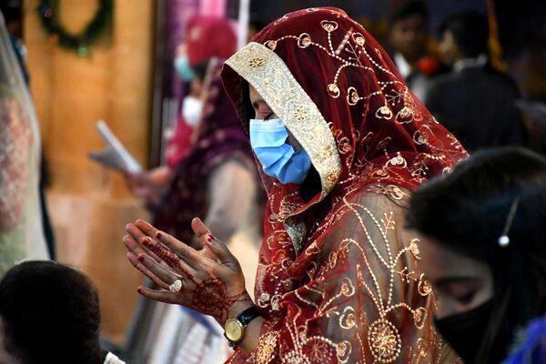Así celebran la Navidad en una iglesia católica en Karachi, Pakistán. - Sputnik Mundo