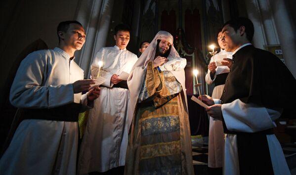 La misa de Navidad en la Iglesia Católica de la Bendita Virgen María en Vladivostok, Rusia. - Sputnik Mundo