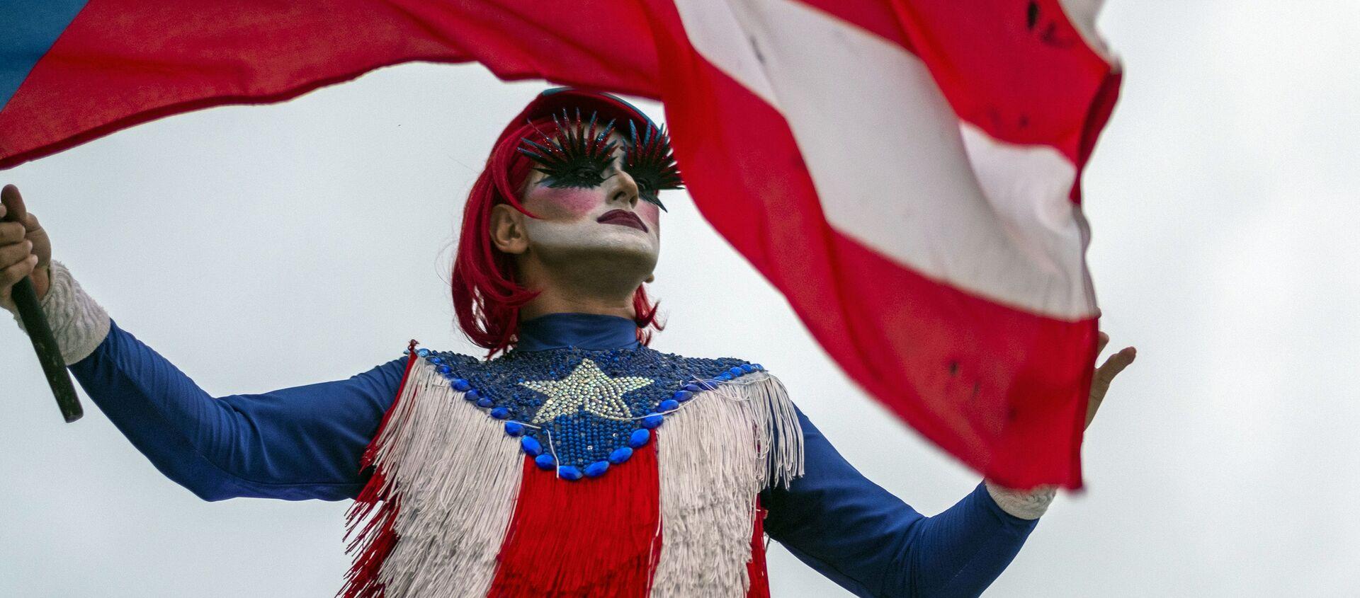 Una persona con la bandera de Puerto Rico - Sputnik Mundo, 1920, 26.12.2020