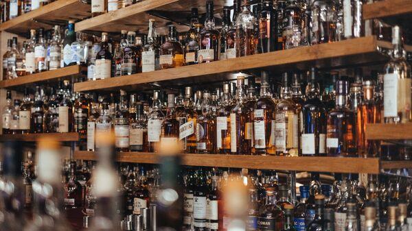 Botellas del alcohol (imagen referencial) - Sputnik Mundo