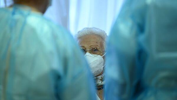 Comienza la vacunación anti-COVID en España - Sputnik Mundo