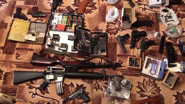 Arsenal de guerra confiscado por el FSB de Rusia - Sputnik Mundo