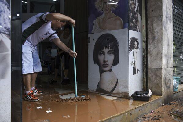 Las lluvias que azotaron los estados brasileños de Espíritu Santo y Minas Gerais en enero, así como las inundaciones y deslizamientos de tierras que siguieron, causaron la muerte de 64 personas. Unos 60.000 individuos se vieron obligados a ser evacuados. - Sputnik Mundo