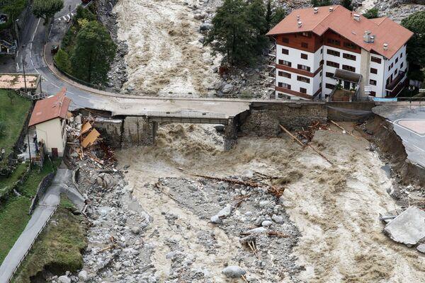 Las lluvias que azotaron el sur de Francia en octubre causaron la inundación más fuerte de los últimos 130 años. En el departamento más afectado, Aude, en pocas horas cayó la tasa de precipitaciones semestral. En la foto: las consecuencias de la inundación en Saint-Martin-Vésubie, región de los Alpes Marítimos. - Sputnik Mundo