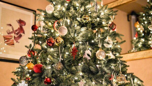 Un árbol de Navidad (foto referencial) - Sputnik Mundo
