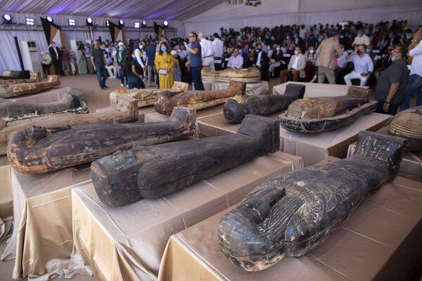 En Egipto, durante las excavaciones en Saqqara, necrópolis de Menfis, capital del Imperio Antiguo de Egipto, fueron encontrados 59 sarcófagos bien conservados, que habían estado sellados 2.700 años. - Sputnik Mundo