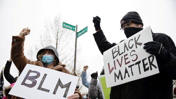 Protestas por el asesinato de Andre Maurice Hill, EEUU - Sputnik Mundo