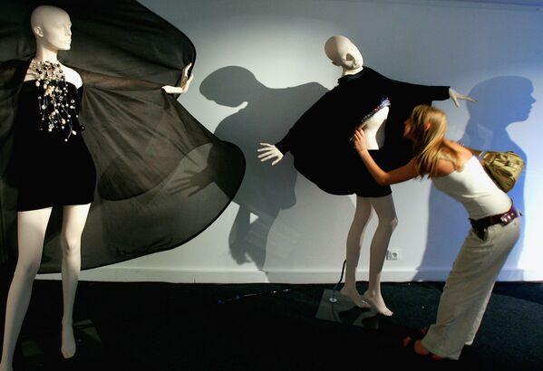 Las creaciones de la colección primavera-verano de 2007, presentadas en una exhibición en París.  - Sputnik Mundo