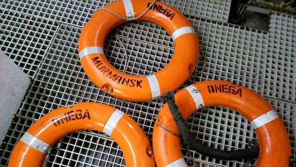 Salvavidas del pesquero ruso Onega - Sputnik Mundo