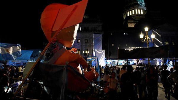 Protestas a favor y en contra de la legalización del aborto en Argentina - Sputnik Mundo