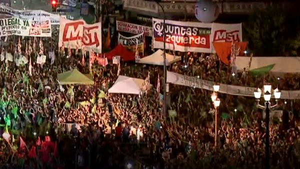 Euforia en las calles de Buenos Aires por la legalización del aborto - Sputnik Mundo