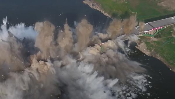 Destruyen un puente gigante en China - Sputnik Mundo