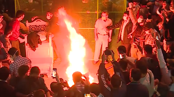 Incendios forestales, protestas y la muerte de Maradona: estos eventos marcaron el 2020 - Sputnik Mundo