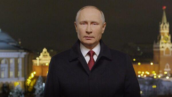 El presidente de Rusia, Vladímir Putin, felicitando a los ciudadanos del país por el 2021 - Sputnik Mundo