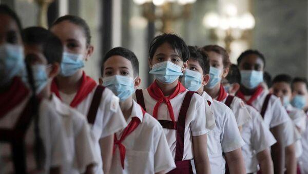 Adolescentes cubanos durante el tributa a Eusebio Leal (imagen referencial) - Sputnik Mundo