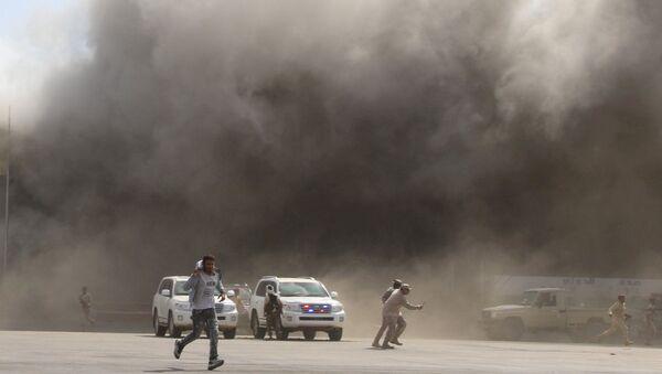 El ataque contra el aeropuerto de Adén en Yemen - Sputnik Mundo