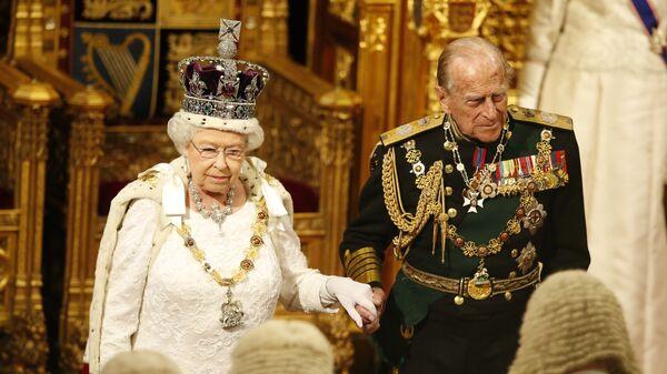 La reina Isabel II y su esposo, Felipe de Edimburgo - Sputnik Mundo