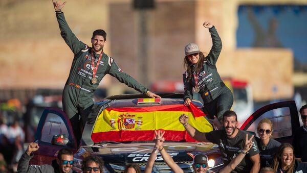 Cristina Gutiérrez y su copiloto Pablo Huete durante la final del Rally Dakar 2020 - Sputnik Mundo