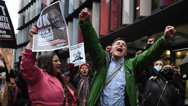 'No' a la extradición: manifestantes apoyan a Julian Assange - Sputnik Mundo