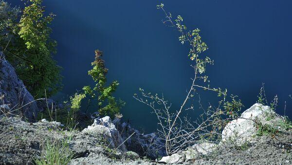 Una cantera. Lago. Rocas. Imagen referencial - Sputnik Mundo