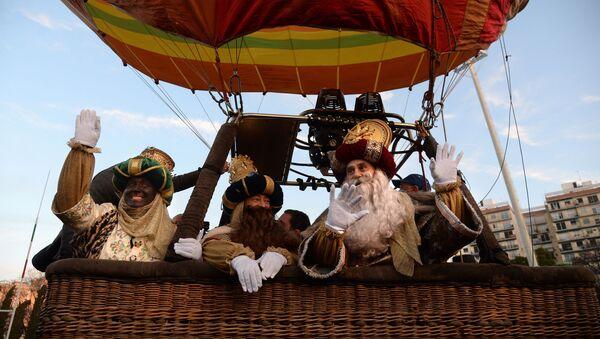 Llegada de los Reyes Magos a Sevilla en globo - Sputnik Mundo