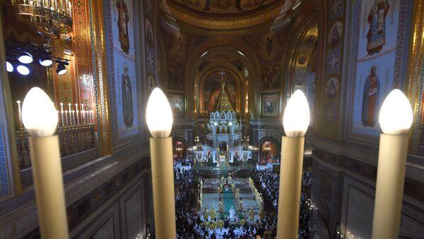 La misa ortodoxa de Nochebuena en la Catedral del Cristo Salvador de Moscú - Sputnik Mundo