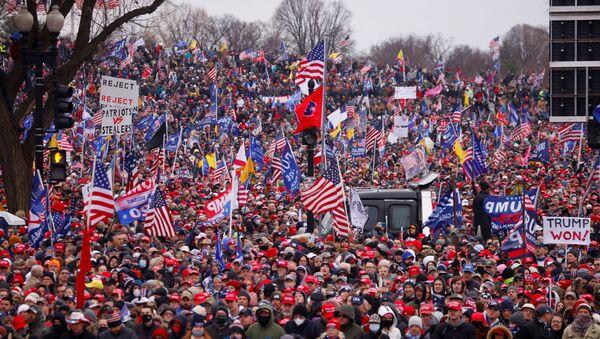 Un mitin a favor de Trump en Washington  - Sputnik Mundo