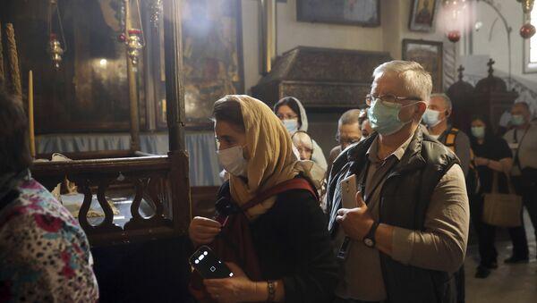 Feligreses en la Basílica de la Natividad, en Belén - Sputnik Mundo