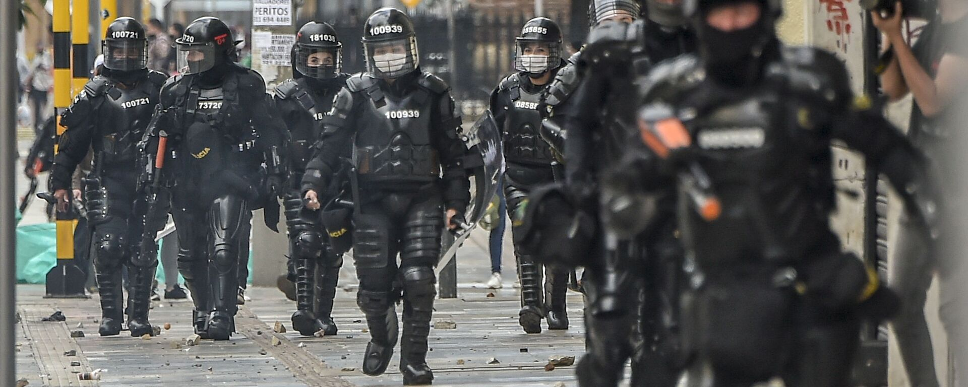 Policía antidisturbios en Bogotá, Colombia - Sputnik Mundo, 1920, 19.07.2021