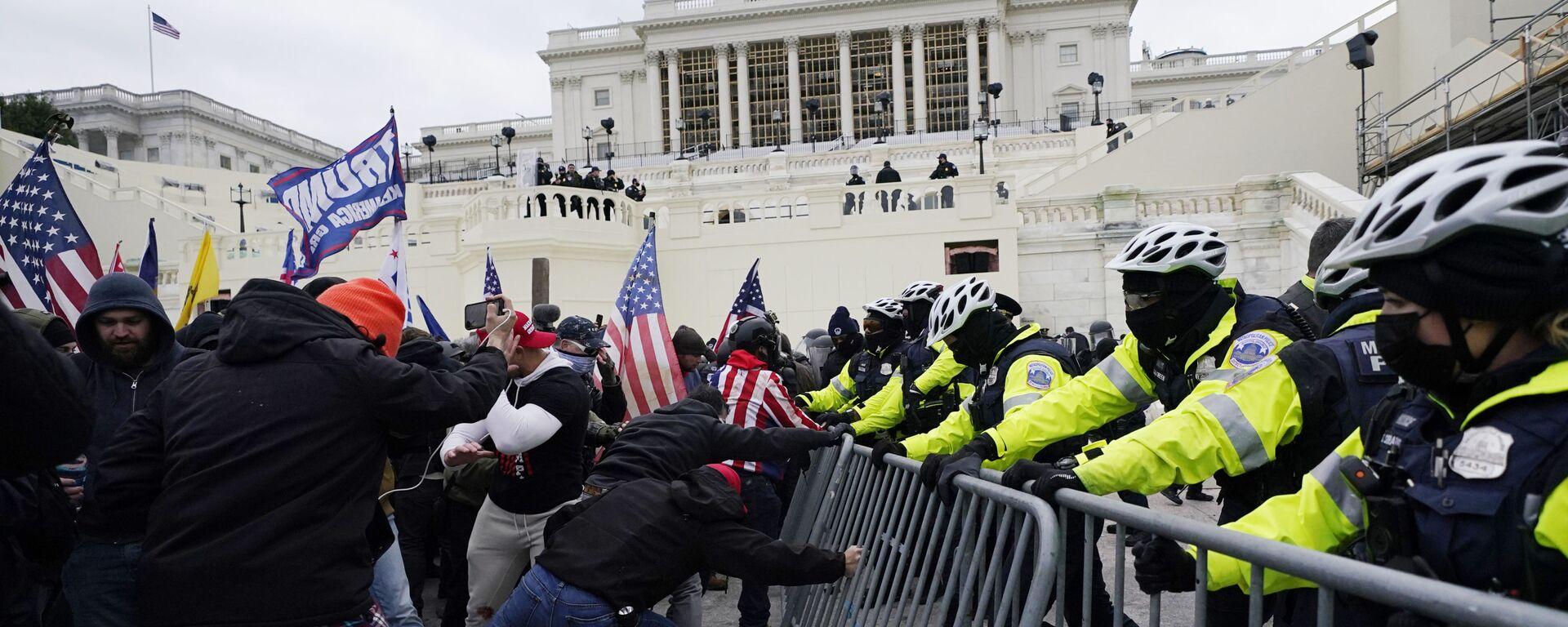 Manifestantes durante las protestas frente al Capitolio (Washington) - Sputnik Mundo, 1920, 17.06.2021
