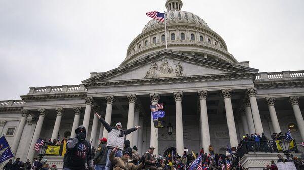 Manifestantes frente al Capitolio (Washington) - Sputnik Mundo