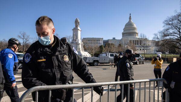 Miembro de la Policía del Capitolio de EEUU - Sputnik Mundo